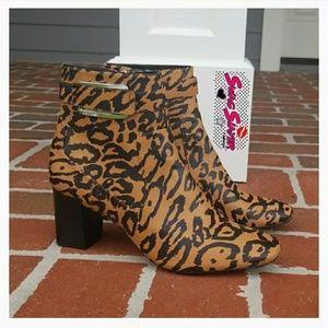 NWOB Calvin Klein Leopard Booties